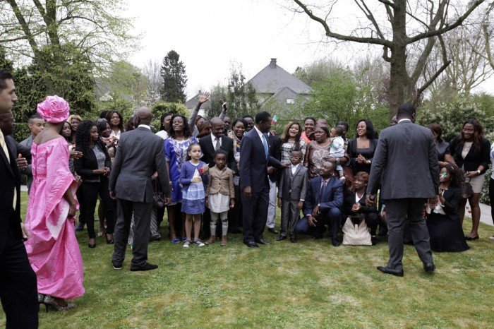 <!--:es-->Emotivo encuentro del Presidente Obiang con la colonia guineana residente en Bélgica<!--:--><!--:en-->Touching Gathering between President Obiang and the Equatorial Guinean Community in Belgium<!--:-->