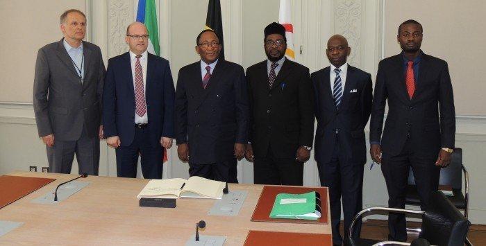 <!--:es-->Histórico recibimiento del Parlamento de Bruselas a los senadores de Guinea Ecuatorial<!--:--><!--:en-->Equatoguinean Senators visit Brussels' Parliament for the first time in History<!--:--><!--:fr-->Moment historique: des sénateurs de Guinée équatoriale reçus par le Parlement de Bruxelles <!--:-->