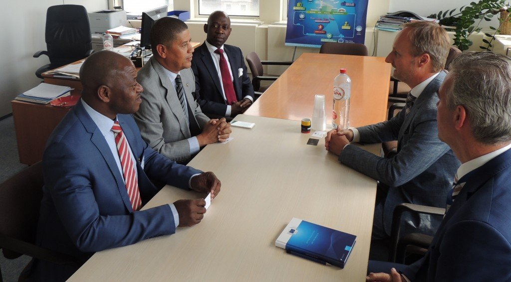 El Ministro Abeso se reúne con el Director de Aviación de la Comisión Europea