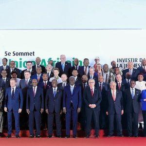 El Embajador Nvono-Ncá asiste al Presidente Obiang en la Cumbre Unión Europea-Unión Africana