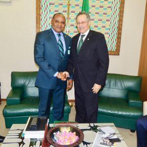 El Secretario General del PDGE visita la ACP
