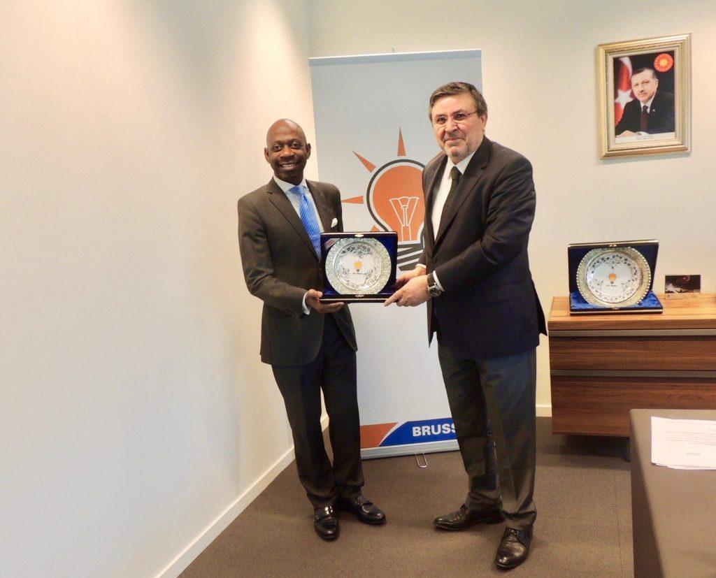 El Embajador en Bruselas visita la delegación del partido turco AK PARTY