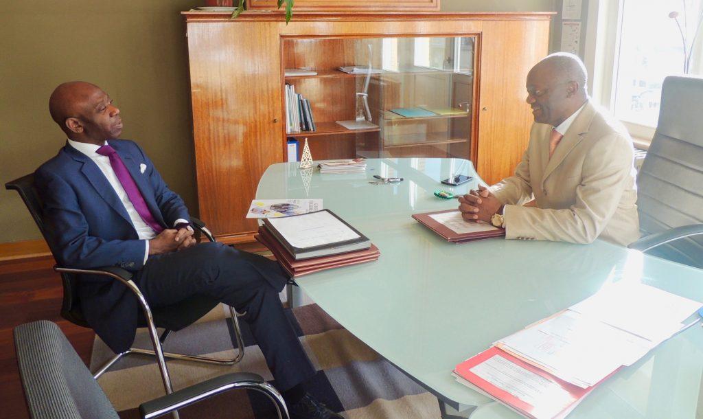 El Embajador se reúne con Pierre Kompany, el primer alcalde negro de la historia de Bélgica