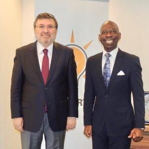 El Embajador en Bruselas visita la sede del AK Parti