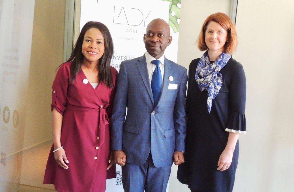 El Embajador Nvono-Ncá, con la mujer africana emprendedora