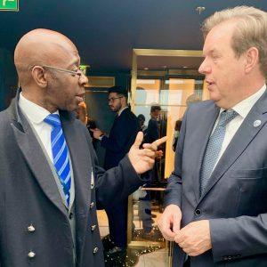 Nvono-Ncá assiste à une réception de l'Ambassade des Pays Bas à Londres