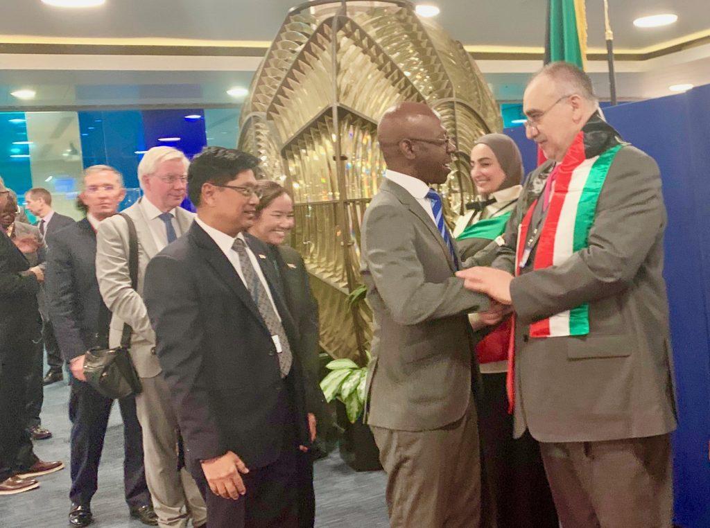 Nvono-Ncá asiste en Londres a una recepción de la Embajada de Kuwait
