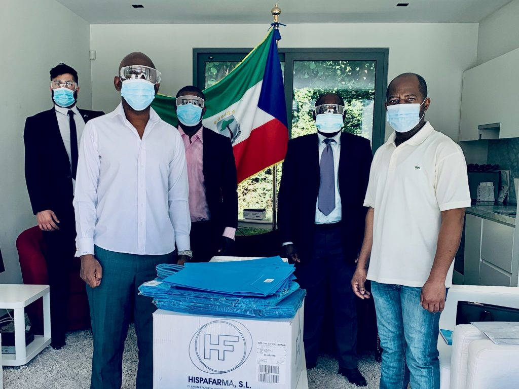 The sanitary material that the Embassy will distribute among its colony arrives in Brussels
