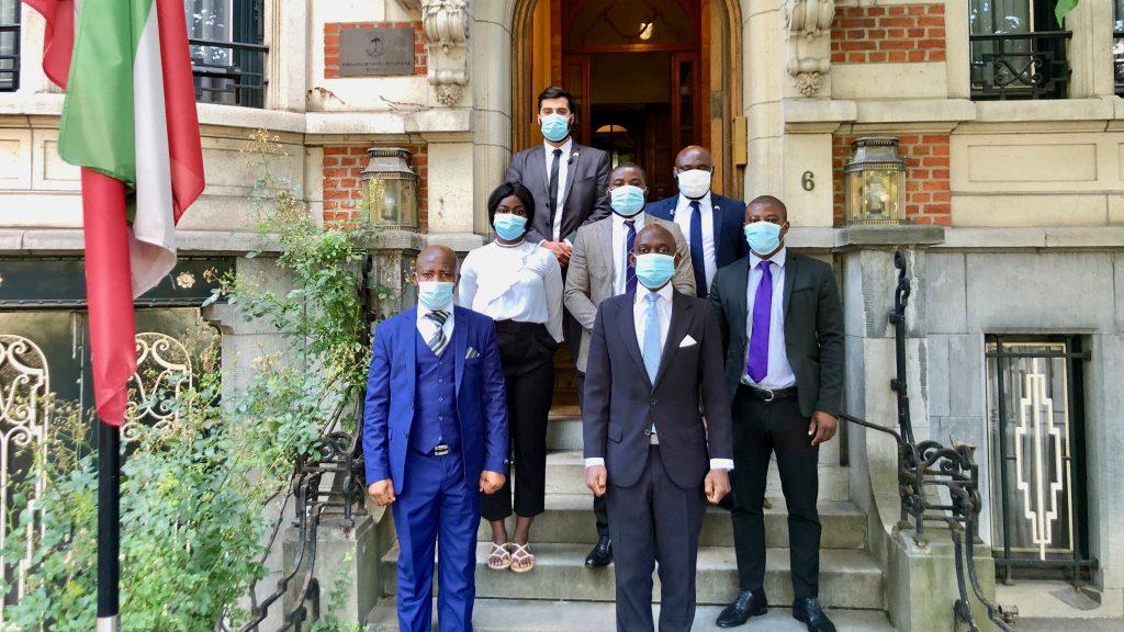 El equipo de la Embajada en Bruselas se reúne por primera vez desde el inicio de la pandemia del Covid19